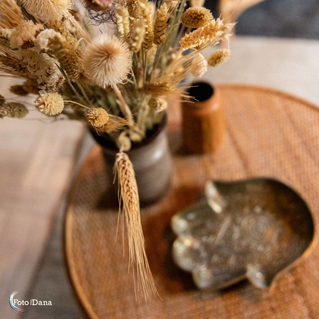 droogbloemen met tafeltje