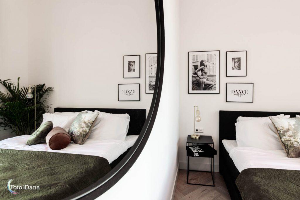 hotelkamer in spiegelbeeld