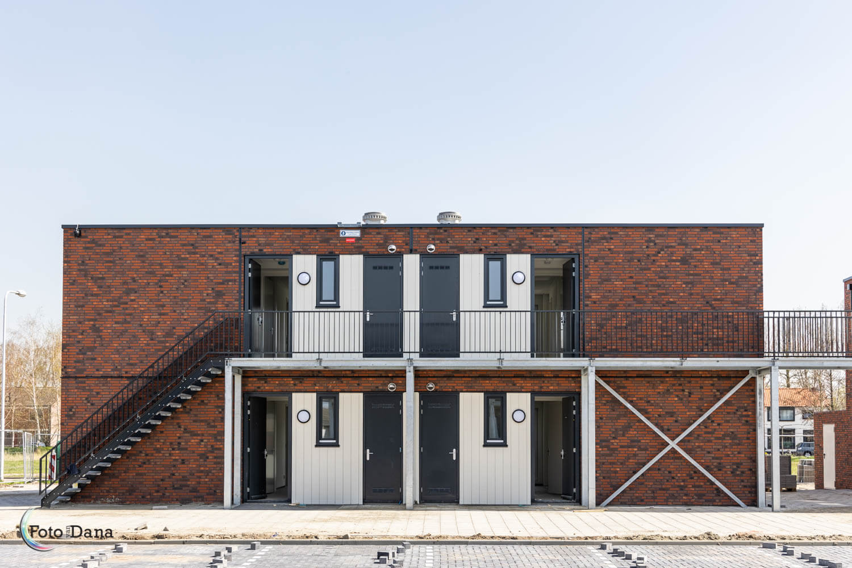 vier modulaire woningen met galerij